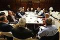 La alcaldesa se reúne con los representantes del sector del taxi para solucionar sus problemas 03.jpg