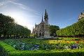La cathédrâle Notre-Dame vue des jardins.jpg