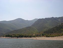 Lake Tikves coast.JPG