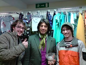 Laurence Llewelyn-Bowen - Laurence Llewelyn-Bowen opening a charity shop in Stow-on-the-Wold in 2009