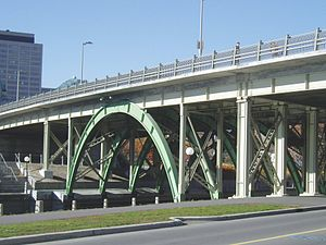 Laurier Avenue Bridge - Laurier Avenue Bridge from the southeast