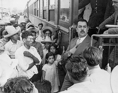 Lazaro Cardenas del Rio, president of Mexico 1934-1940, decree nationalization of foreign railways in 1937. Lazaro Cardenas nacionaliza ferrocarriles 1937.jpg