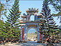 Lentrée de la pagode Tam Thai (montagne de marbre, Danang) (4413718101).jpg