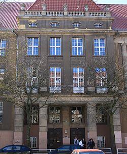 Lily-Braun-Gymnasium Haupteingang.jpg