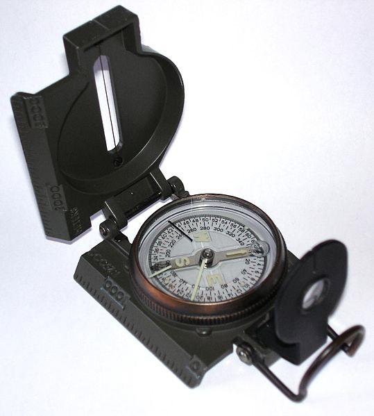 Ficheiro:Liquid filled compass.jpg