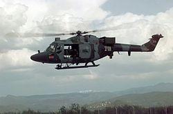 Westland Lynx. Helikopter ini dapat terbang dengan kecepatan 300km/jam