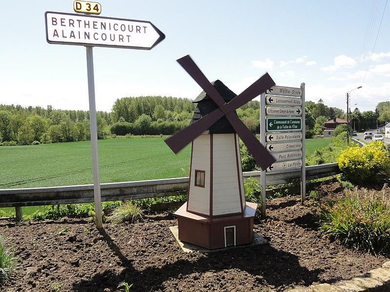 Mézières-sur-Oise (Aisne) windmill model at city entrance
