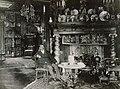 M. Spetz dans sa galerie (1910).jpg