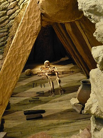 Unetice culture - Reconstruction of the Leubingen burial chamber