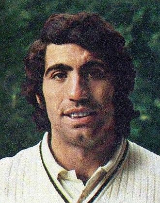 Manuel Orantes - Image: Manuel Orantes c 1974