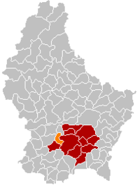 Map of Luxembourg with Strassen highlighted in orange, the district in dark grey, and the canton in dark red