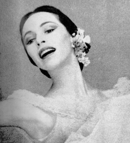 Maria Tallchief on the front cover of Dance Magazine in 1954. Maria Tallchief 1954.png