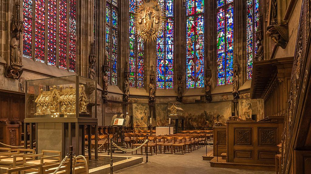 Chor mit Marienschrein (L); Karlsschrein (R) - Innere des Aachener Dom - Aachen - Nordrhein-Westfalen - Deutschland (21938063246)