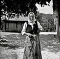 Marija Jančar, 78 let, Tolsti Vrh 22, v svoji domači nedeljski noši 1952.jpg