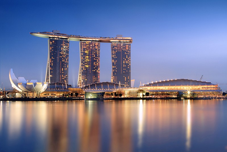 ファイル:Marina Bay Sands in the evening - 20101120.jpg