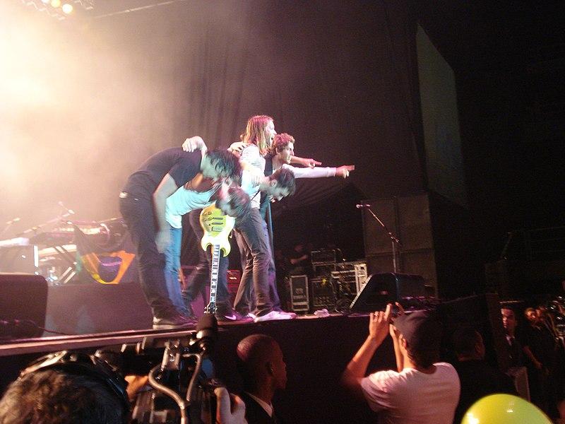 File:Maroon 5 @ HSBC Arena (3015552571).jpg