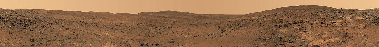 Панорама поверхности Марса в районе Husband Hill, снятая марсоходом «Спирит» 23-28 ноября 2005.