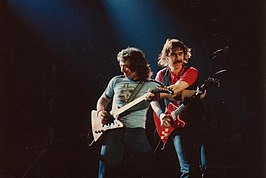 Bernie Marsden (links) en Micky Moody in 1981