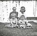 Maticova mati in otroci, Trenta 1952.jpg