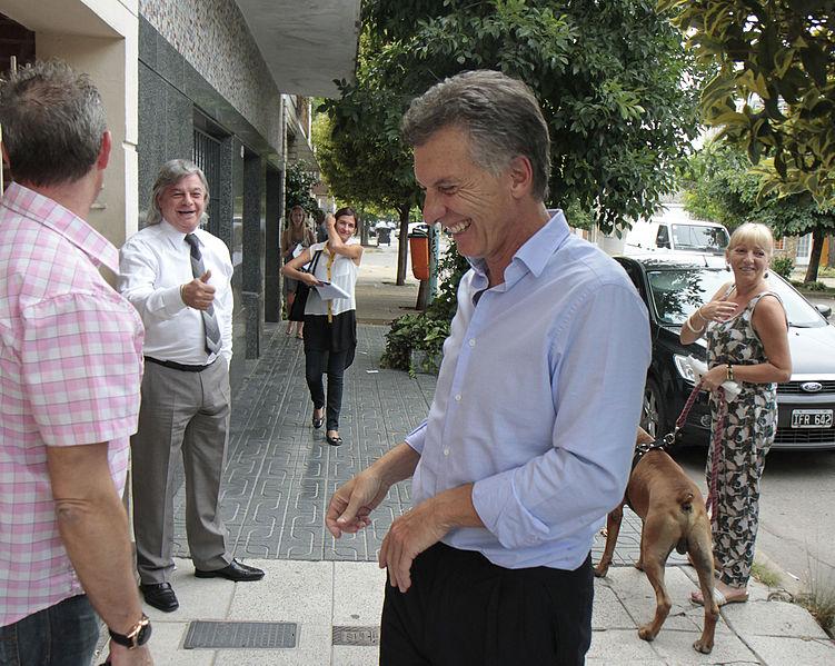 File:Mauricio Macri dialogó con vecinos del barrio Naón (8426753507).jpg