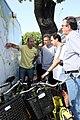 Mauricio Macri en una recorrida en bicicleta con los alcaldes del DF de México, Marcelo Ebrard y de Santiago de Chile, Pablo Zalaquett. (6487595941).jpg