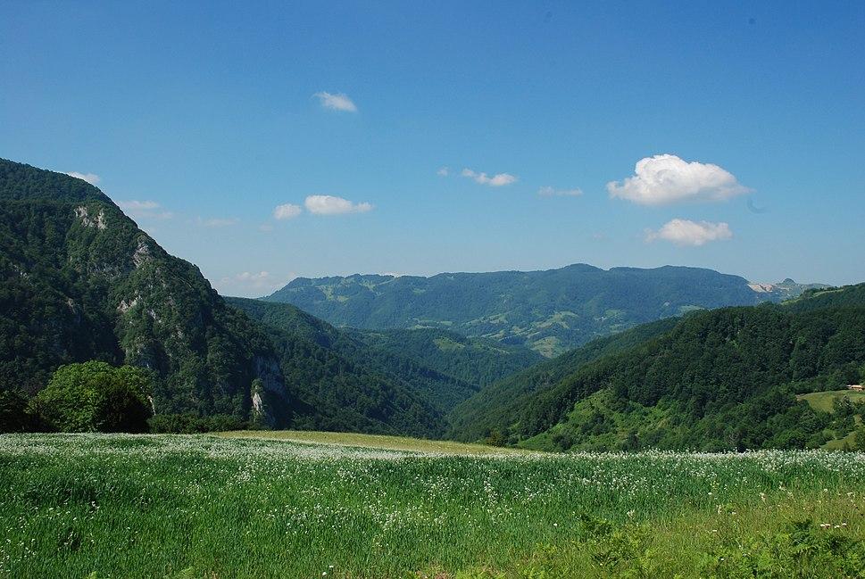 Medvednik - Zapadna Srbija - istočni obronci Medvednika - mesto Kozila - Pogled prema Orovačkim planinama