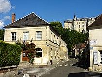 Mello (60), mairie et château.jpg