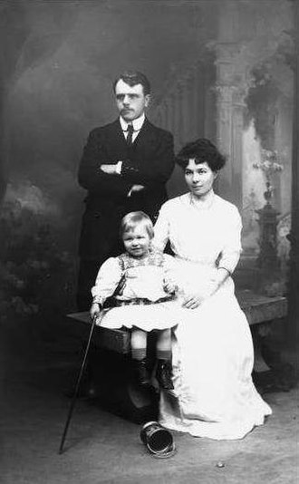 Olivier Messiaen - Messiaen with his mother and father in 1910