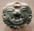 Messico o guatemala, maya, pendente a forma di faccia di divinità solare, giada, 50-900 dc ca.jpg