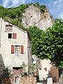Meyrueis - Sous le rocher du château, près de la placette.JPG