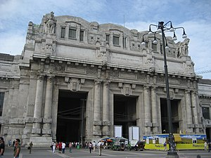 The facade of the Central train station in Mil...