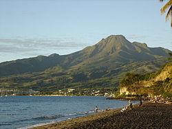 La montagne Pelée vue de l'anse Turin au Carbet à la Martinique