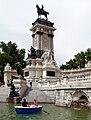 Monumento Alfonso XII desde estanque.jpg