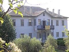 Il palazzo sede delle istituzioni monastiche, a Karyes