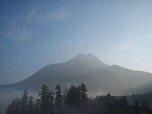 Mt Yufu at morning.JPG