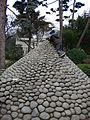 Musée départemental Albert-Kahn pyramide de galets.jpg