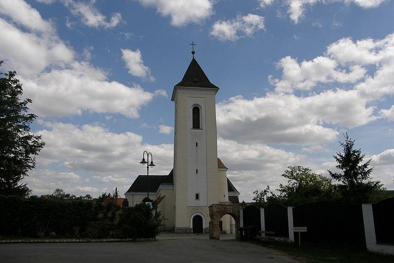 File:NOE Gaubitsch Pfarrkirche.jpg