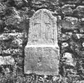 Napis na nagrobniku ob cerkvenem zidu v Bovcu 1952.jpg