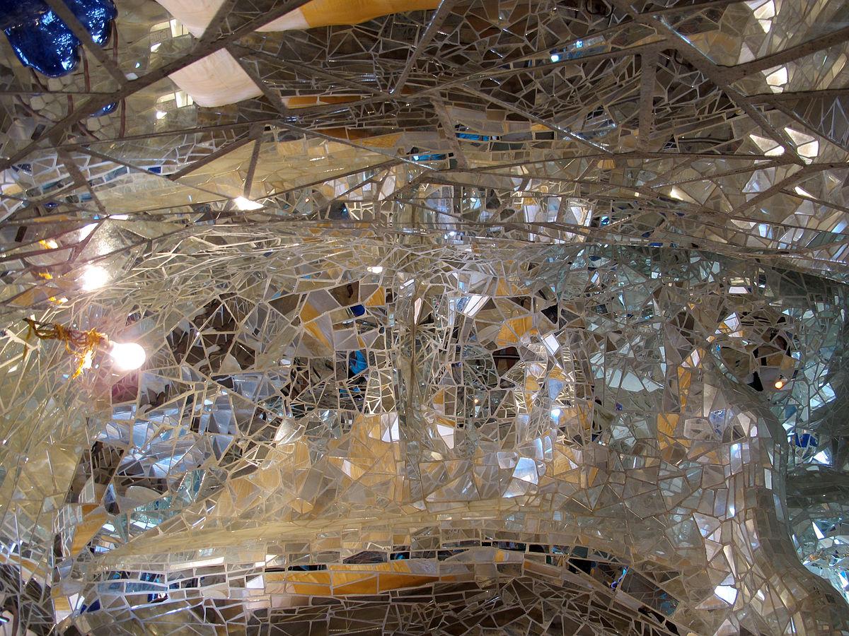 Niki de saint-phalle, giardino , imperatrice, interno, mosaico di specchi 02.JPG