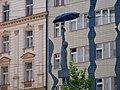 Nové Město, Odborů, visící socha s deštníkem.jpg