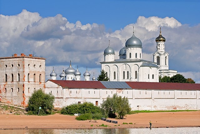 https://upload.wikimedia.org/wikipedia/commons/thumb/f/f9/Novgorod_-_View_on_Yuriev_Monastery_from_Volkhov_02.jpg/640px-Novgorod_-_View_on_Yuriev_Monastery_from_Volkhov_02.jpg