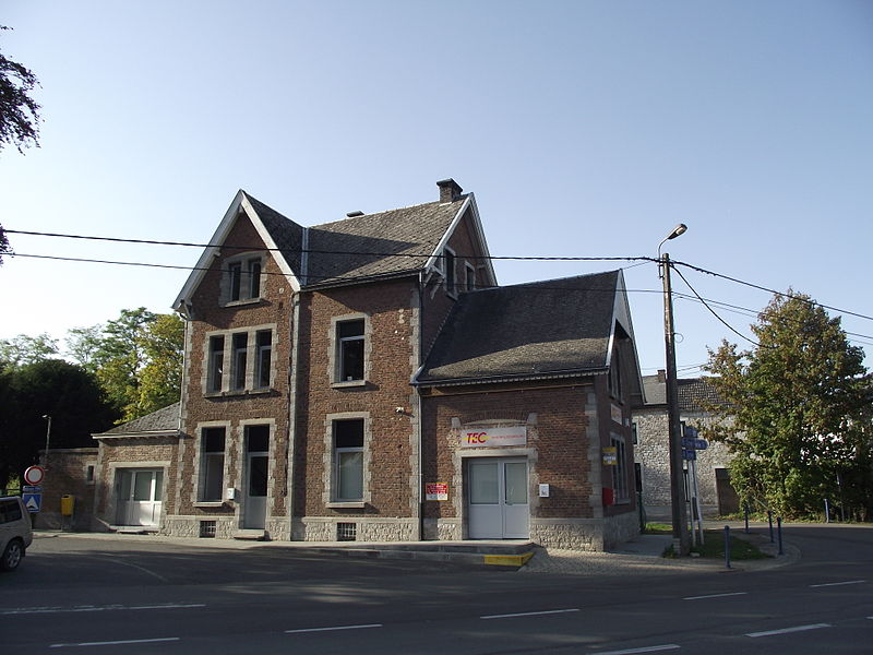 Ex-SNCV stationbuilding now in use as an TEC bus office of the busdepot.