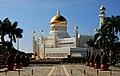 Omar Ali Saifuddien Mosque. (34928404050).jpg