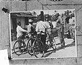 Op de terugweg van Balong werden door gen.maj. W.J.K. Baay een TNI-officier met , Bestanddeelnr 903-6374.jpg
