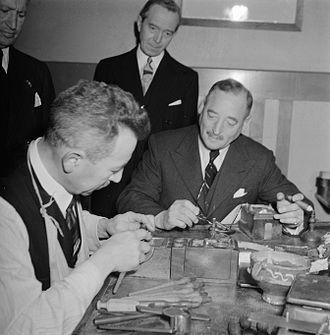 Ernest Oppenheimer - Ernest Oppenheimer (right) visiting a diamond factory (Amsterdam, Dec. 1945)