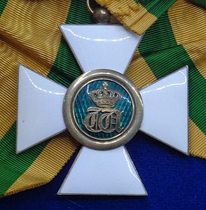 Order of the Oak Crown grand cross badge (Luxembourg 1970) - Tallinn Museum of Orders.jpg