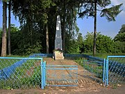 Oziutychi Lokachynskyi Volynska-monument in honour of soviet warriors-general view-1.jpg