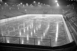 Vancouver Forum - Image: PNE Forum interior 1940's