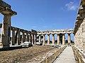 Paestum - Interno del Templio di Hera.jpg