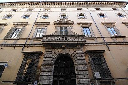 Come arrivare a Palazzo Vecchiarelli con i mezzi pubblici - Informazioni sul luogo